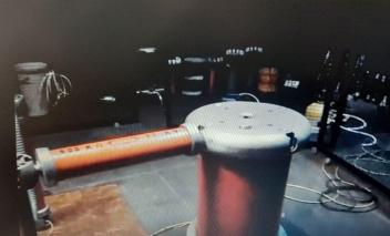 طراحی و ساخت دستگاه اندازهگیری سیگنال های تخلیه جزئی تجهیزات شبکه برق